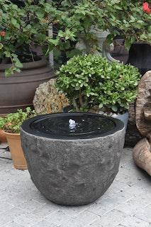 Gardenforma Wasserspiel Curitiba grau, Polyresin inkl. Pumpe und LED-Beleuchtung