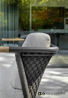 apple bee Armlehnenstuhl 70 ELLE rope lounge- Gestell Aluminium schwarz Gefelcht Schwarz - Kissen in BEE WETT Natural Oak
