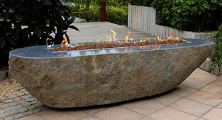 Gardenforma Gas Feuerstelle/Feuertisch Bethlehem aus Basalt Naturstein schwarz/braun