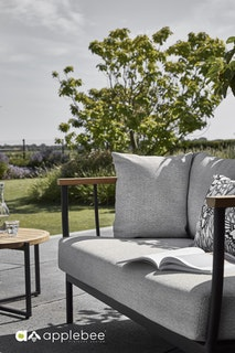 apple bee Sofa 140 CONDOR - Gestell Aluminium schwarz - Kissen BEE WETT Natural Oak
