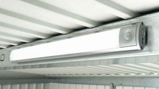 Biohort LED-Leuchte mit Bewegungsmelder für Gerätehaus und Geräteschrank