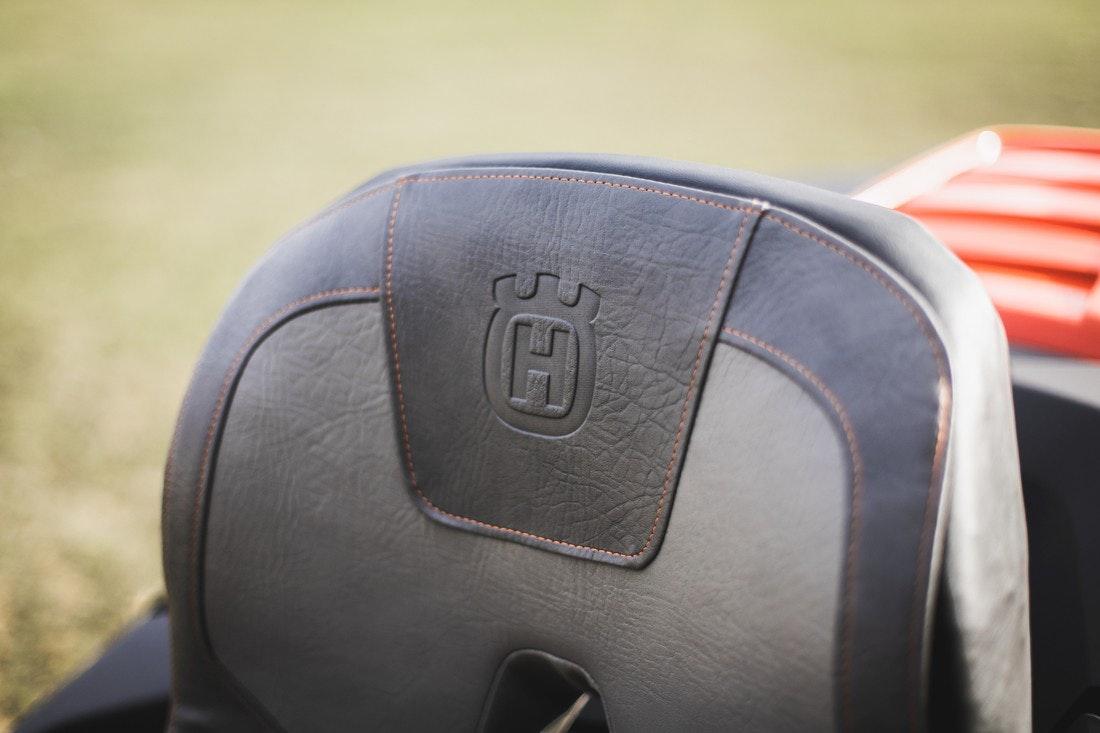 Premium-Sitz mit gesteppten Nähten