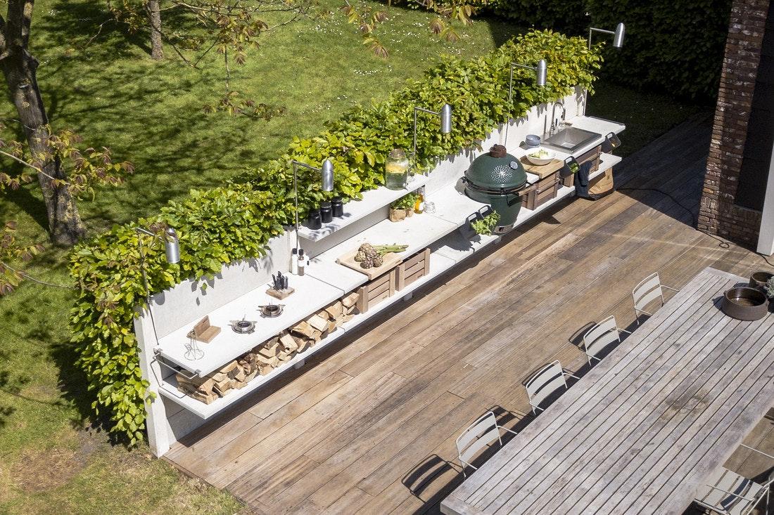 Wo soll die Outdoorküche hin? Direkt an die Terrasse oder an die Grundstücksgrenze zum Nachbarn?