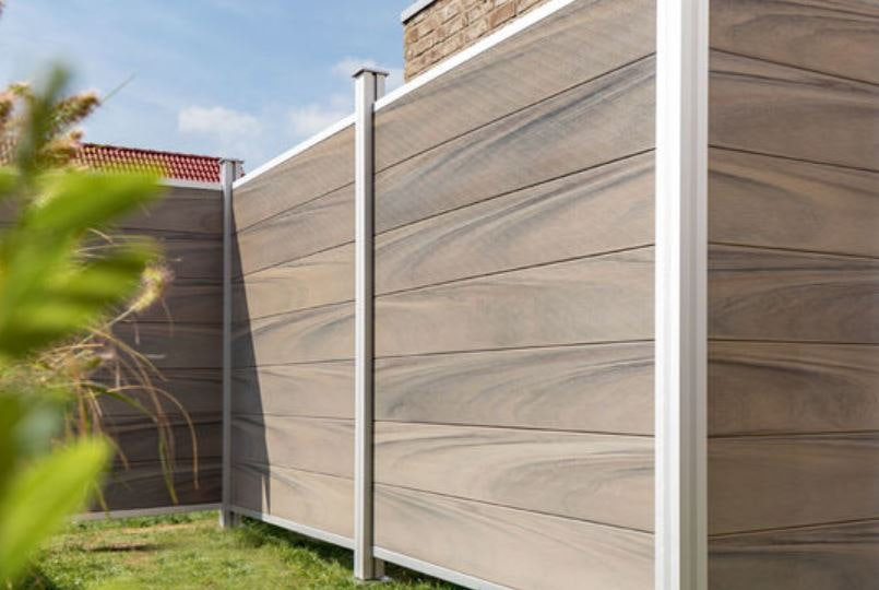 Die Serie OSMO Multi-Fence Co-Extrusion - aus dem Verbundmaterial aus Bambus und High-Tech-Polymeren.
