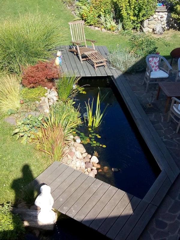Gut bekannt Teich mit großer Holzterrasse und schönen Kois   Oase-Teichbau.de EJ62