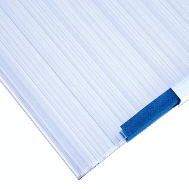 Doppelstegplatten aus Polycarbonat werden üblicherweise zur Dacheindeckung von Terrassendächern eingesetzt