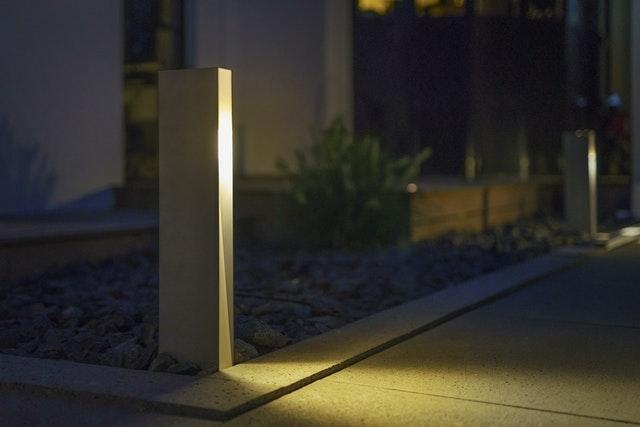 Mit ausreichender Wegbeleuchtung im Garten finden Sie auch nach Einsetzend er Dämmerung sicher zu ihrer Sauna