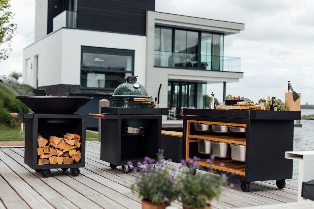Vielfältig, modular zusammenstallbar und äußerst flexibel - die Ofyr Kocheinheiten können aus mehreren Modulen zu einer Außenküche zusammengestellt werden.