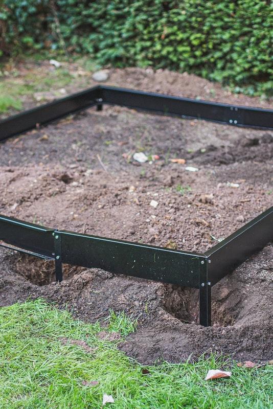 Der Fundamentrahmen wird an der entsprechenden Stelle eingesetzt.