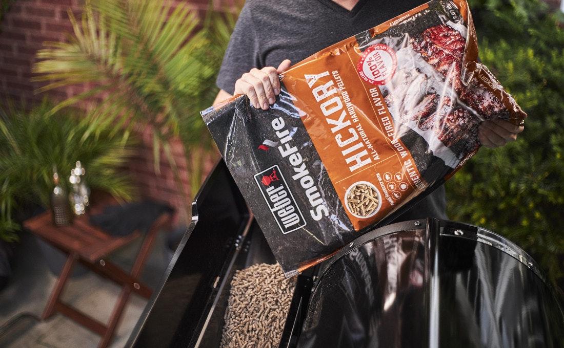 Hickory Pellets von Weber sind der Klassiker unter den Hartholzpellets und erzeugen einen hervorragenden dezenten Rauchgeschmack
