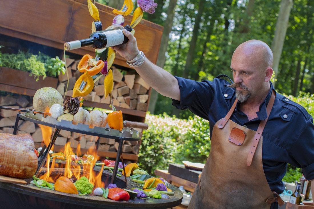 Kunstvoll und kreativ, Ofyr eignet sich bestens für Events und Koch-Showeinlagen