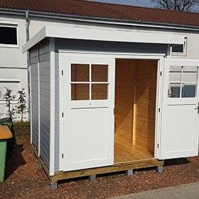 Fertiges Gartenhaus mit stabilem Pfahlfundament