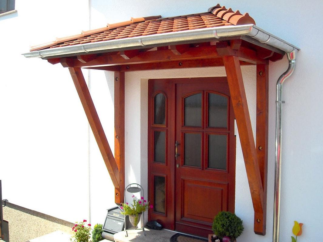 Walmdach aus Holz Modell Wismar von Skan Holz mit Dachziegeln