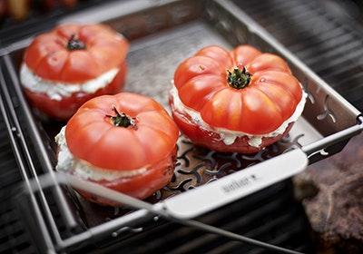 Frische Tomaten mit Frischkäsefüllung |grills.de