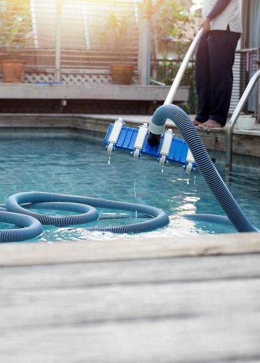Wie halte ich meinen Pool sauber? Alles zur Poolpflege und Reinigung