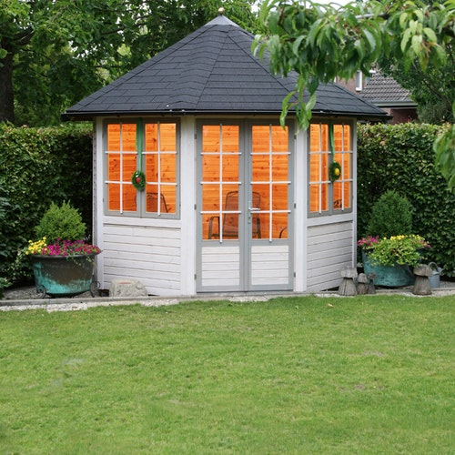 Platz im Grünen - Pavillon aus Holz