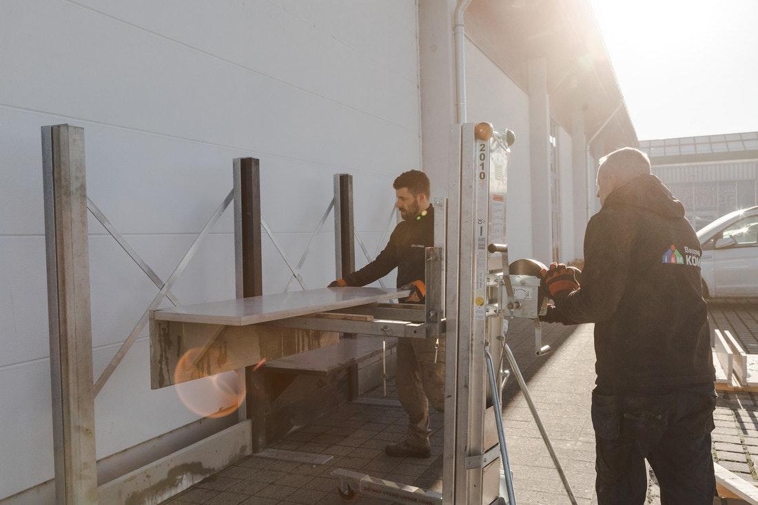 Unsere Profi-Monteure übernehmen den Aufbau ihrer WWOO-Outdoorküche