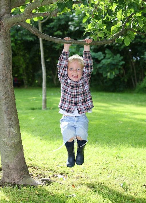 Spielspaß im Garten: toben an der frischen Luft!