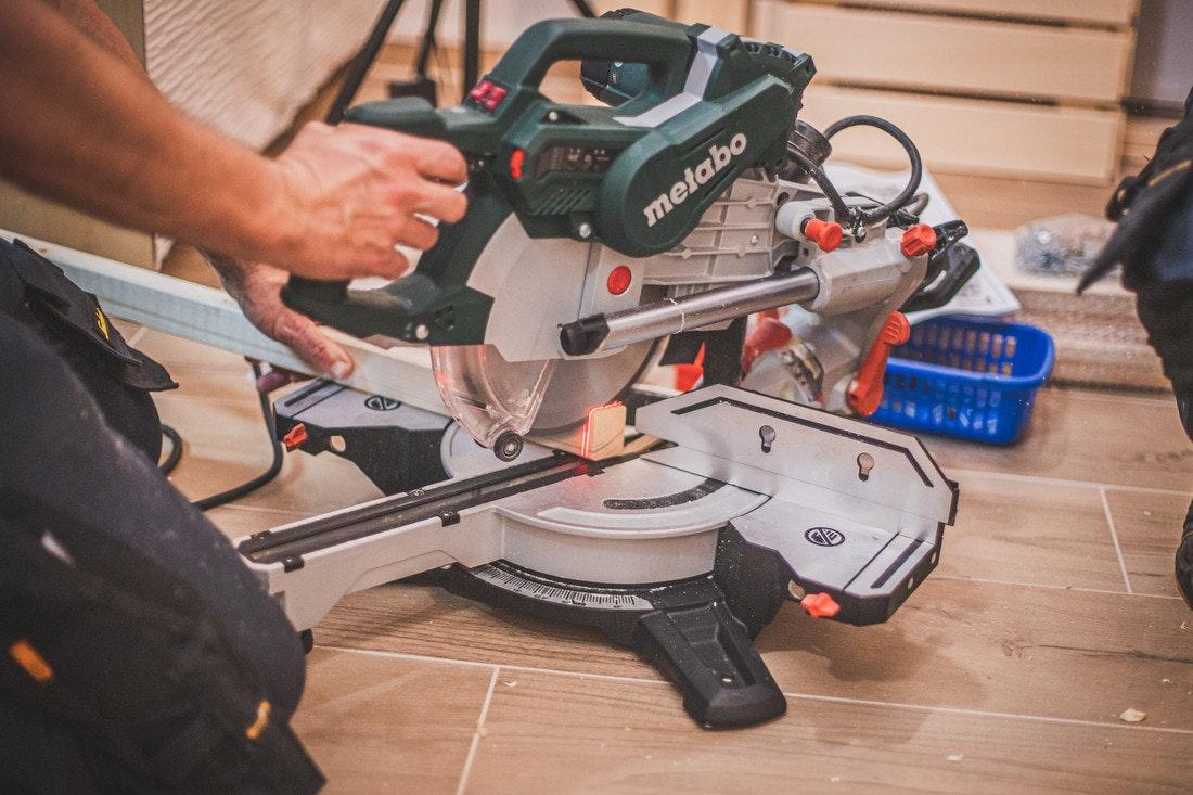 Ab und zu muss ein Stück Holz zurecht geschnitten werden - mit einer guten Säge kein Problem