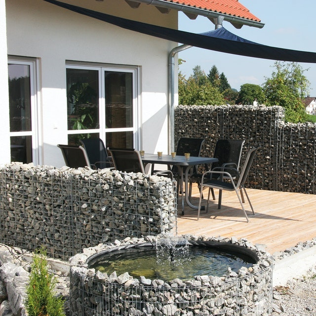 Terrassen-Sichtschutz zum Nachbarn aus Gabionen