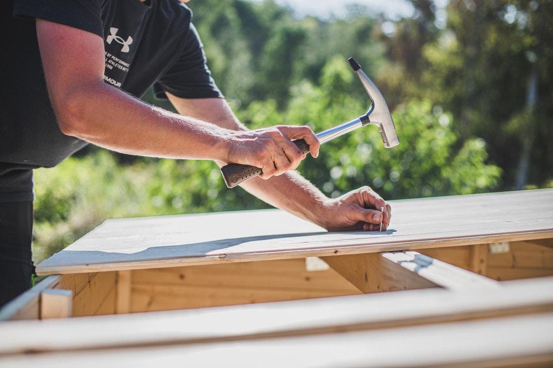 Monteure/Tischler/Schreiner zum Aufbau von Holz- & Metallprodukten (m/w/d)
