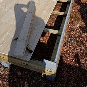 Pfahlfundament mit Grundplatte für das Gartenhaus