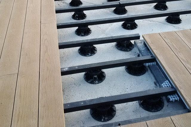 Mit PVC Stelzlagern können Sie ganz einfach das gewünschte Gefälle bestimmen bzw ausgleichen