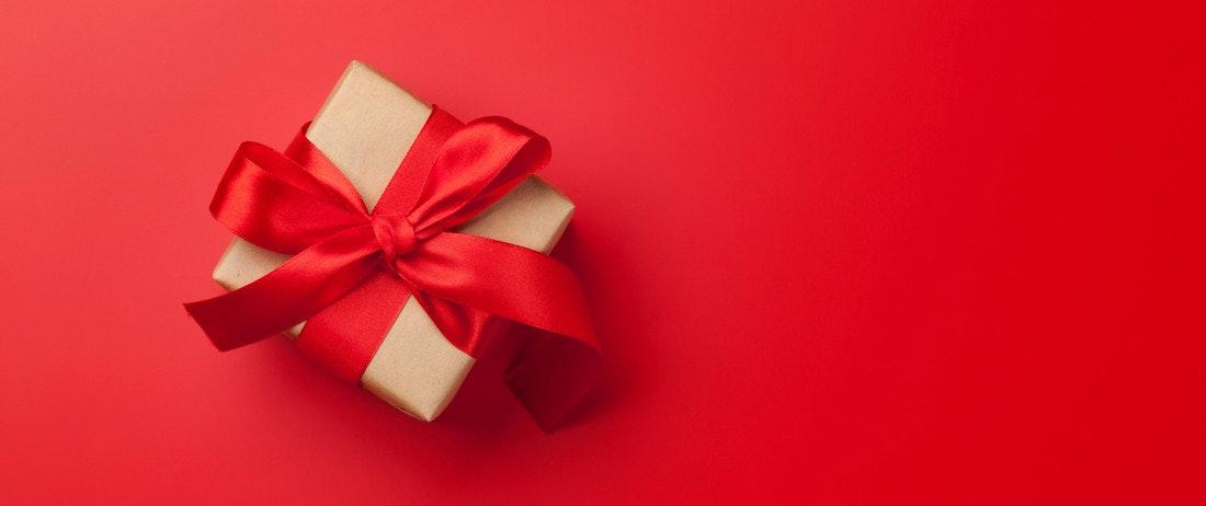 Weihnachtsgeschenk mit Schleife