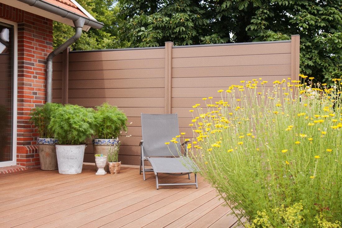 Der GroJa Solid Wind- & Sichtschutzzaun bietet ein einzigartiges Ambiente in Ihrem Garten.