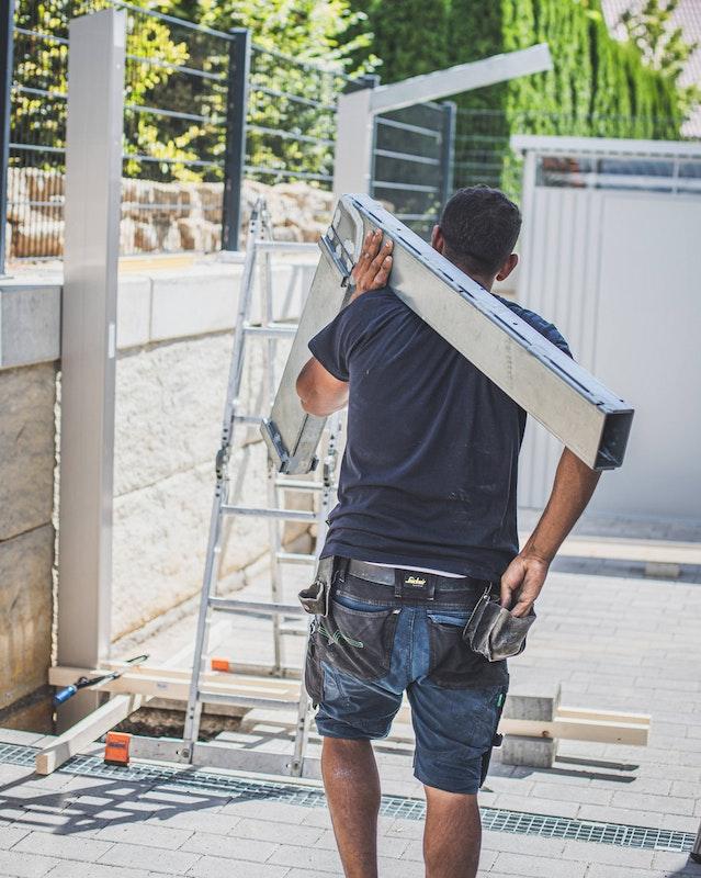 Der Auslegergalgen verstärkt die Tragfähigkeit des Daches