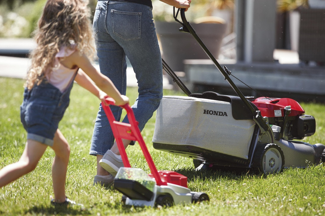 Mit Honda wird Rasenmähen zu einem Ereignis für die ganze Familie