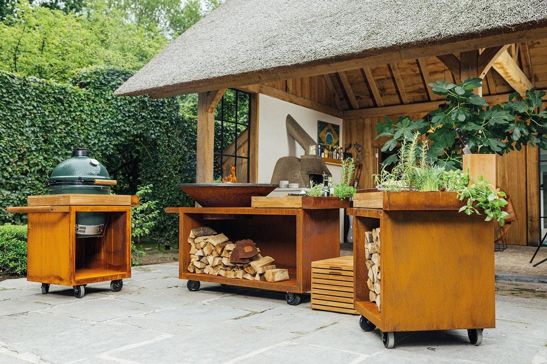 Modulare Außenküche von Ofyr aus Cortenstahl inklusive Big Green Egg