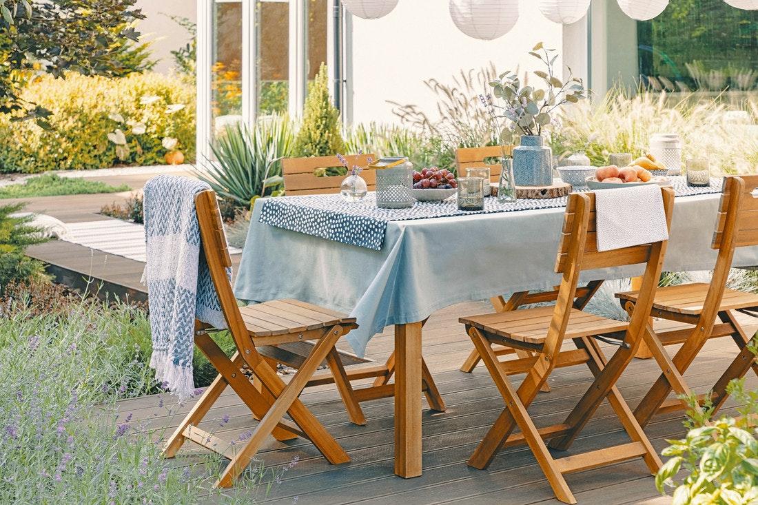 Mit einer klassischen Sitzgruppe und einem Tisch für die Terrasse machen Sie garantiert nichts falsch - genießen Sie ihr Frühstück mit der ganzen Familie im Ambiente ihres Gartens