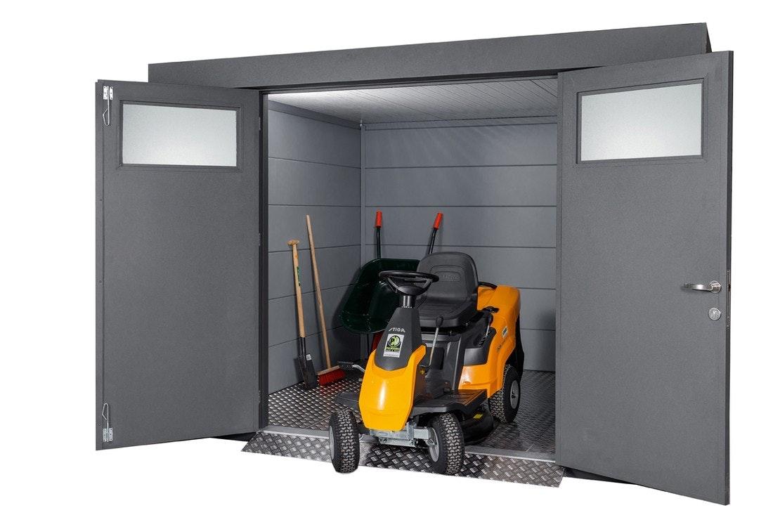 Metall Gerätehaus offen mit Geräten