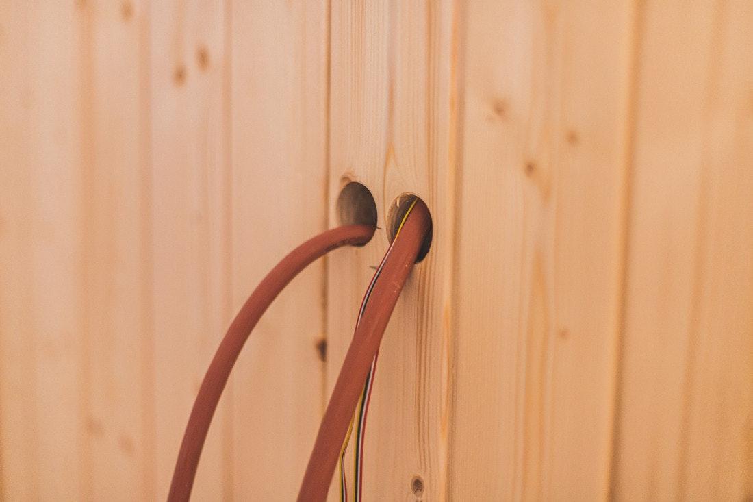 Die elektrischen Anschlüsse für den Saunaofen werden von uns vorbereitet