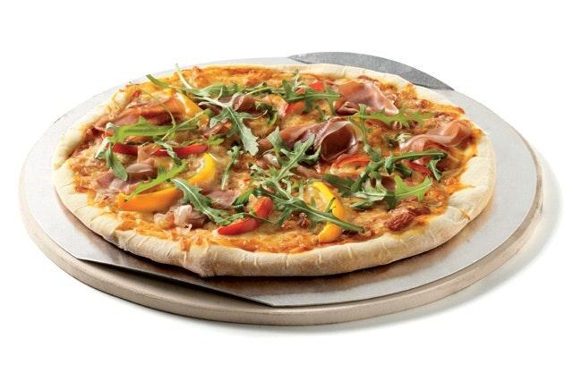 Mit dem Pizzastein als GBS-Einsatz lässt sich auf jedem Weber Grill eine Leckere Pizza backen