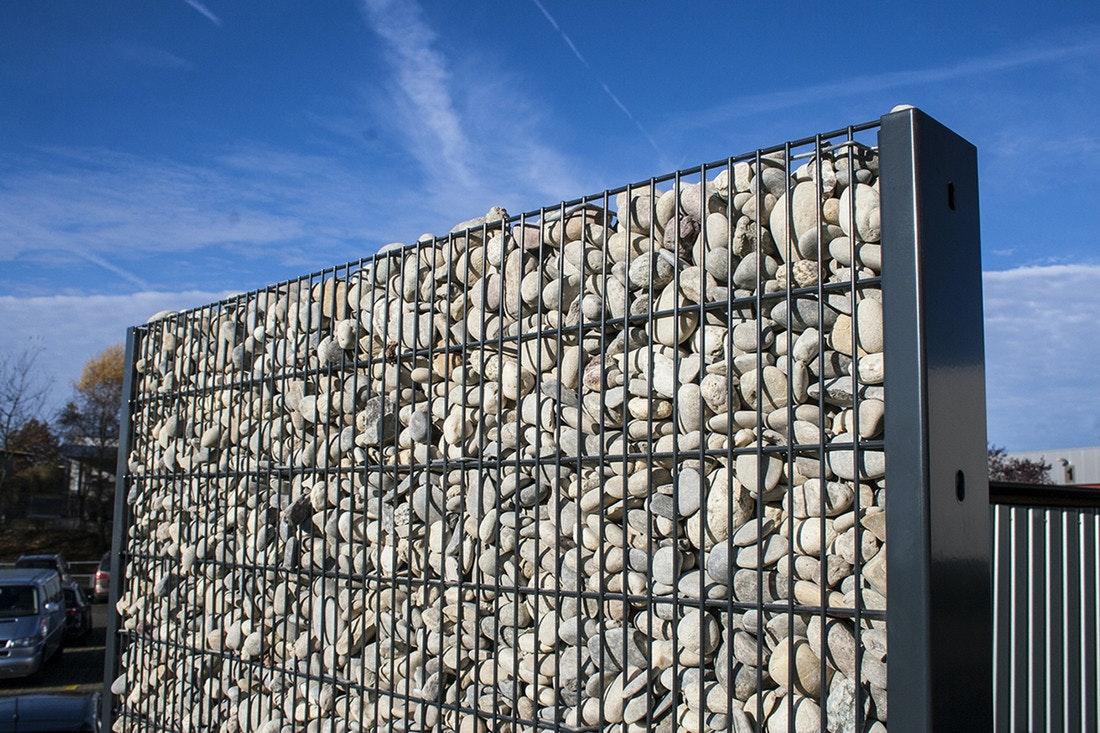 Gabionen müssen nicht als durchgehende Wand errichtet werden. auch einzelne Elemente können wirken