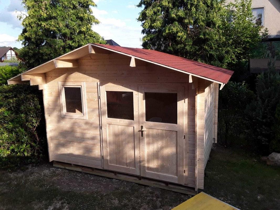 Schritt 4: Das Gartenhaus steht auf seinem Schraubfundament
