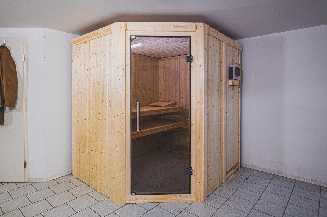 Die KAribu Sauna Lilja ist eine Elementsauna die mit Plug and Play Ofen betrieben werden kann
