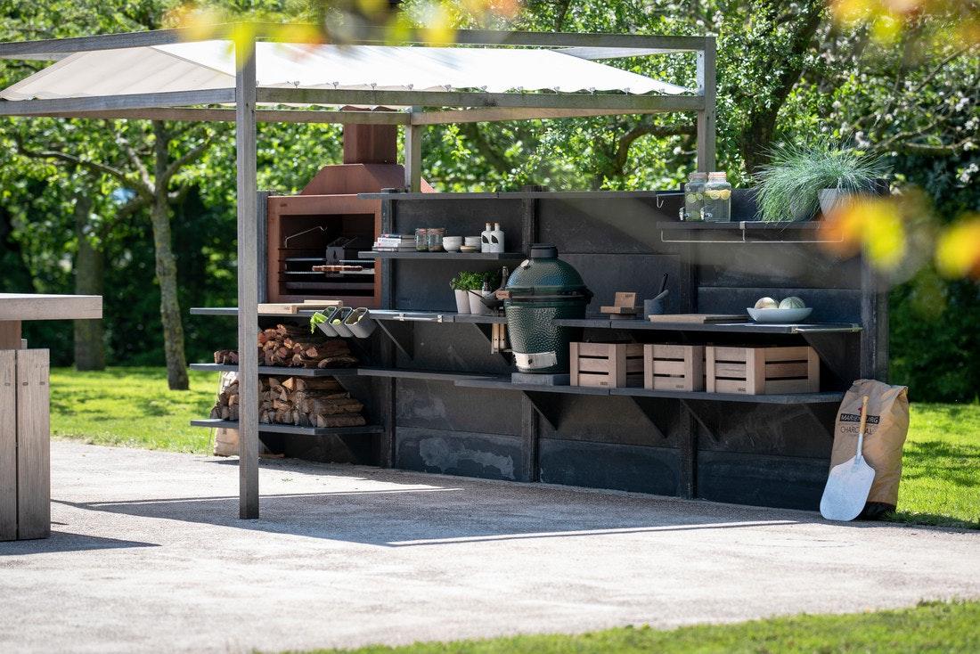 WWOO Outdoorküche mit Big Green Egg und Sonnenschutz