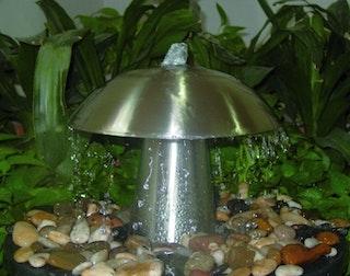 Gardenforma Wasserspiel Mushroom aus Edelstahl inkl. LED Beleuchtung weiß