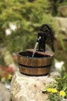 Gardenforma Wasserspiel Cork mit Holzbecken
