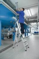Günzburger Aluminium-Stehleiter einseitig begehbar mit relax step