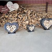 Stapelhilfe / Holzregal in Herzform - handgemacht aus Cortenstahl